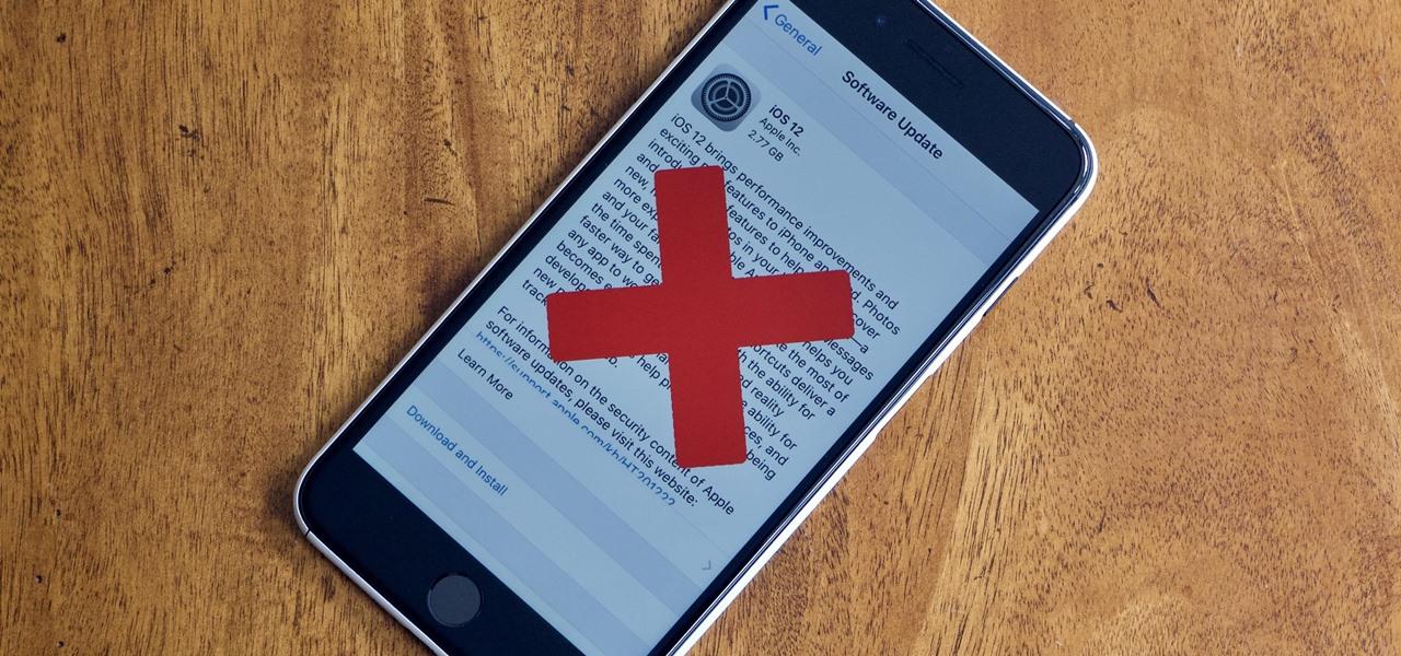 Celular con imagen de iOS 12 y una cruz encima