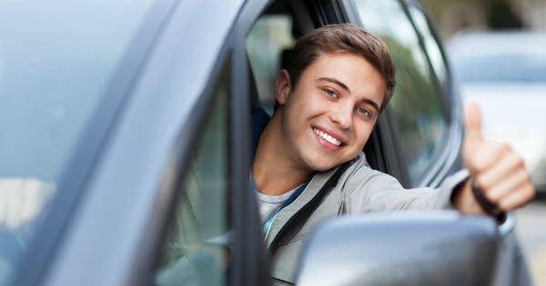 Adolescente en carro