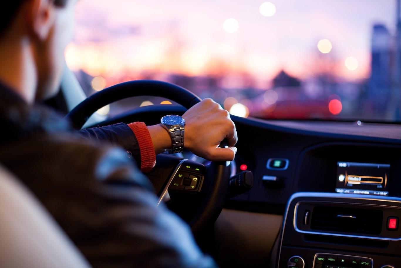 Conductores adolescentes son un riesgo al volante