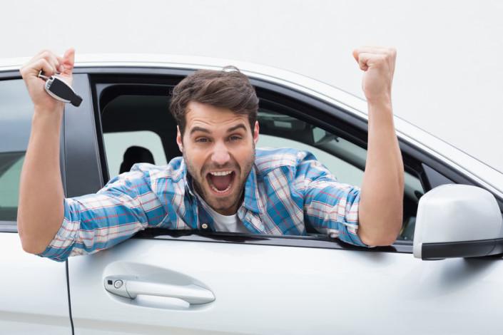 Hombre en carro