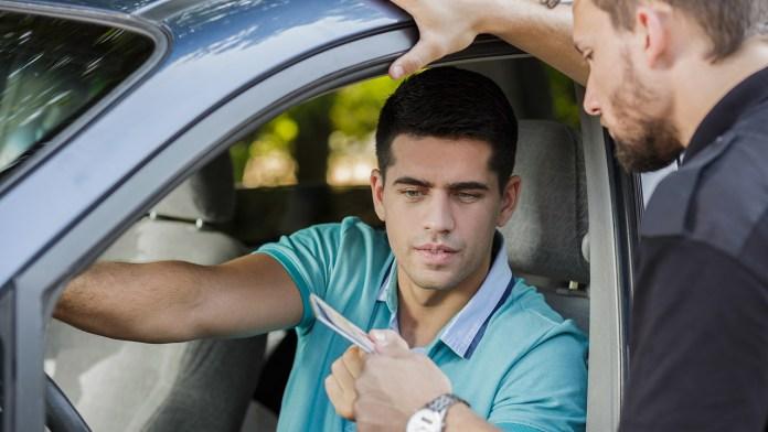 Qué cuenta como infracciones por conducir