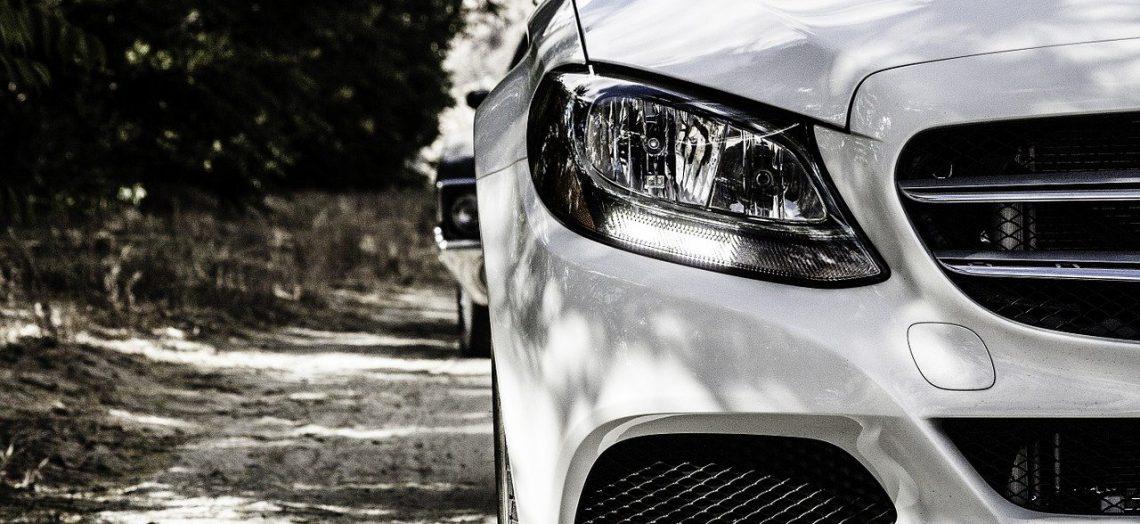 Mercedes Benz auto nuevo