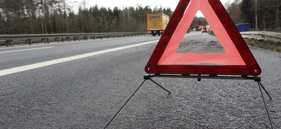 triangulo de advertencia en carretera